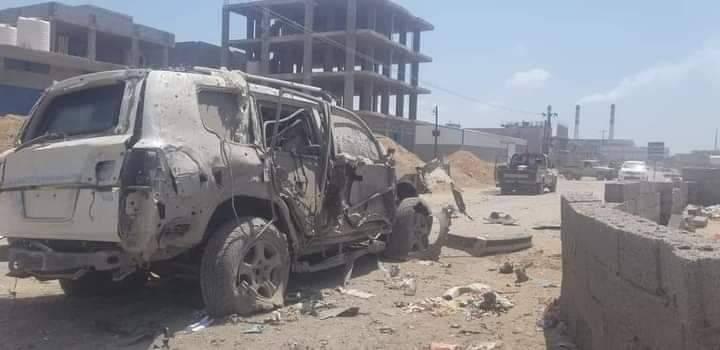 قتلى وجرحى في تفجير استهدف قائدا أمنيا وأركانه بعدن