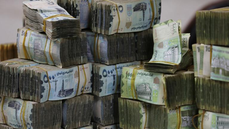 رويترز:جمعية الصرافين بعدن تقرر إيقاف عمليات بيع وشراء العملات الأجنبية بجنوب اليمن