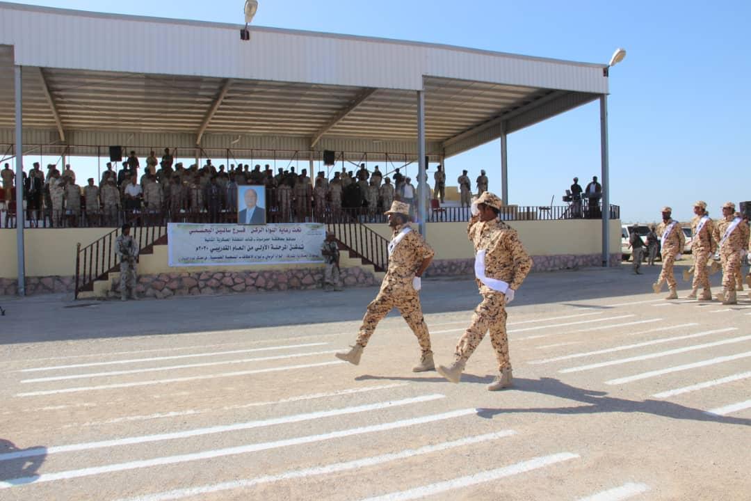 حصيلة قتلى وجرحى قصف معسكر لقوات الحكومة اليمنية في أبين