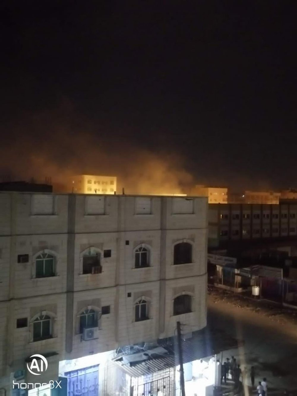 رويترز تكشف عن انفجار ضخم هز مدينة عدن اليمنية