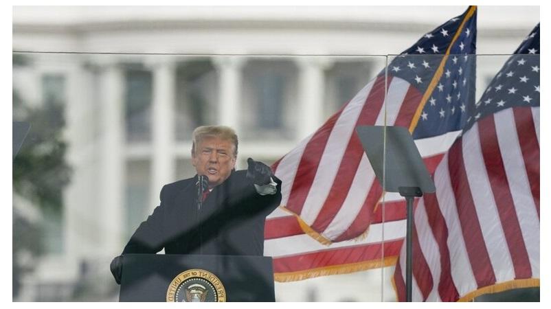 الرئيس الامريكي ترامب يبحث مع مساعديه قرارا جديدا تحسبا لمعاقبته قضائيا
