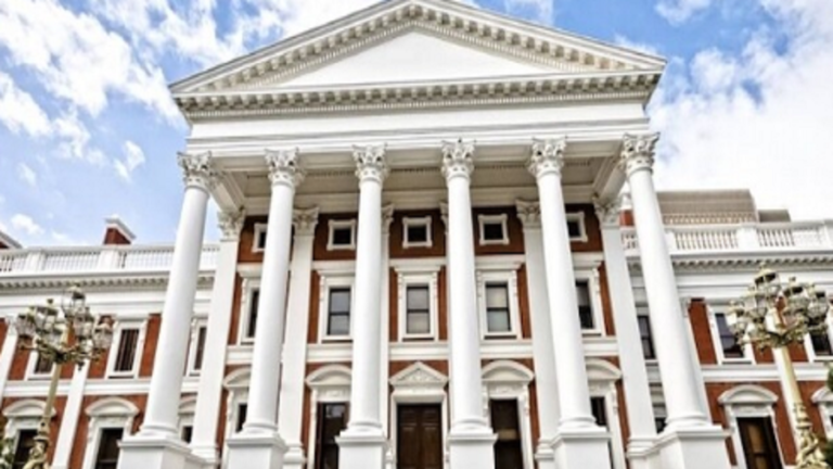 عرض صور ومواد اباحية بجلسة برلمان في جنوب افريقيا تثير موجة غضب