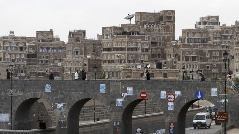 """الحوثيون يحرقون علب ملابس داخلية عليها صور نساء بالعاصمة صنعاء """"لانها تخدش الحياء"""""""