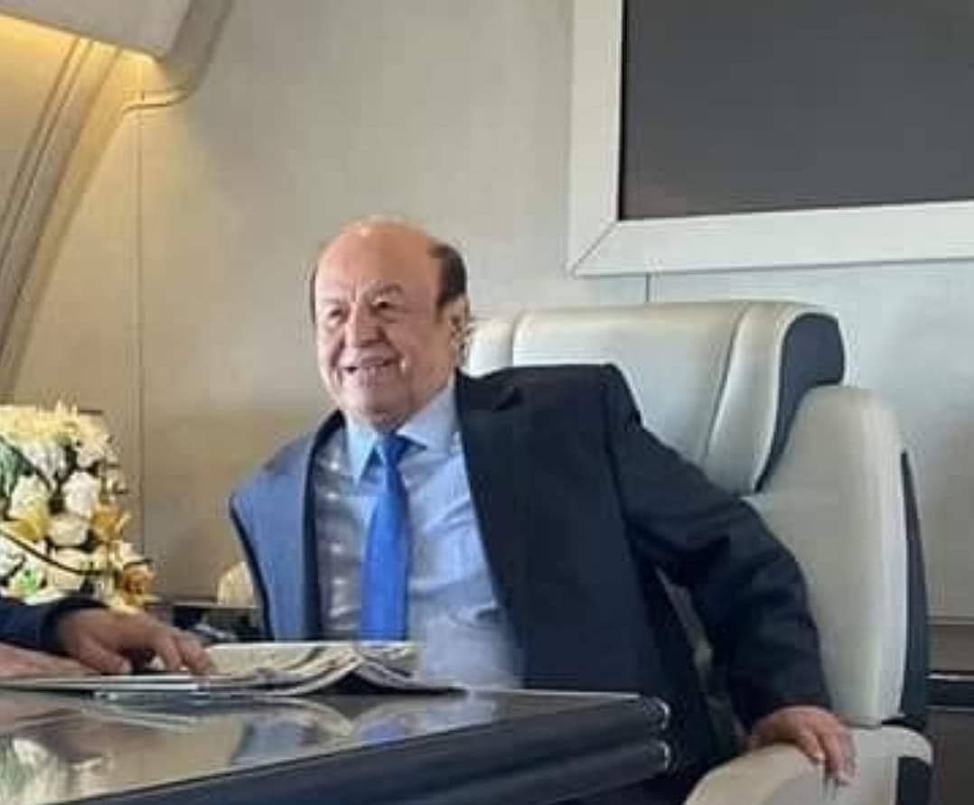 مستشار رئاسي يوضح حقيقة عودة الرئيس هادي من الكويت