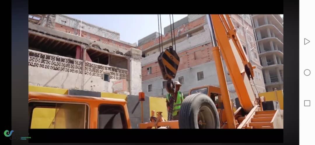 بالصور.. إزالة الحواجز الخرسانية من أهم شوارع عدن والمحافظ يوضح الدوافع