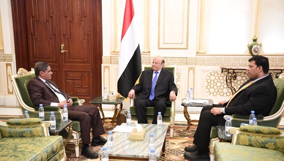 اجتماع بالمكلا يناقش توجيهات الرئيس اليمني بإنشاء محطة كهربائية غازية بساحل حضرموت