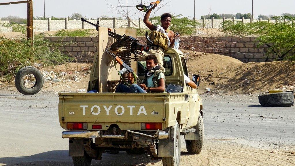 وكالة أنباء دولية تفيد بتجدد الاشتباكات المسلحة بمدينة الحديدة رغم سريان الهدنة
