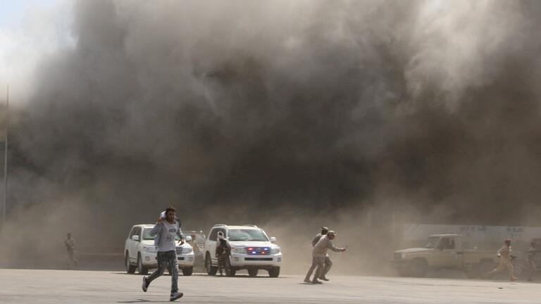 الحوثيون ينفون علاقتهم بانفجارات مطار عدن ويصفونه بتصفية حسابات داخل التحالف